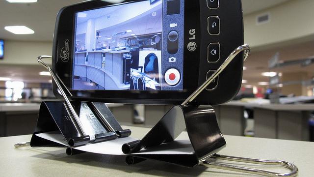 Подставка для телефона своими руками из зажима для 31