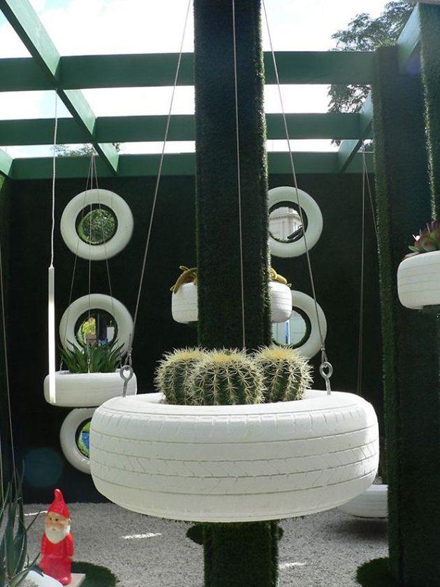 Подвесная клумба из покрышки
