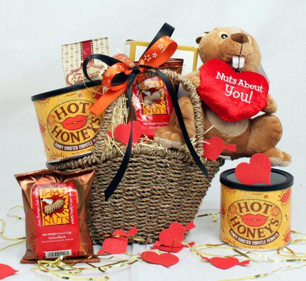 Подарки на День святого Валентина: коробка с её любимыми вкусностями