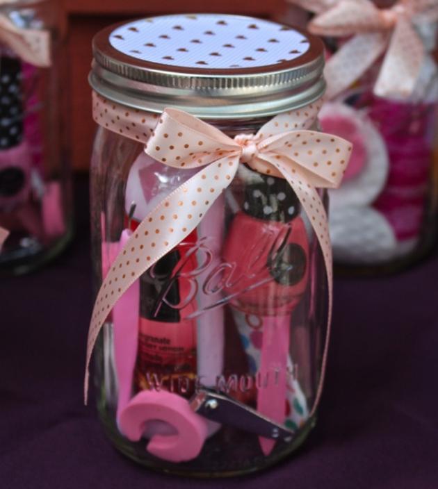 Подарки на День святого Валентина: банка с косметикой