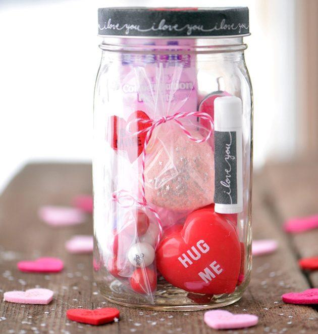 Подарки на День святого Валентина: банка с косметическими мелочами