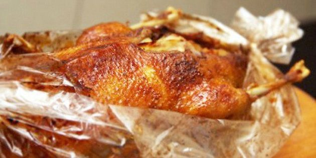 Как запечь гуся в духовке в рукаве