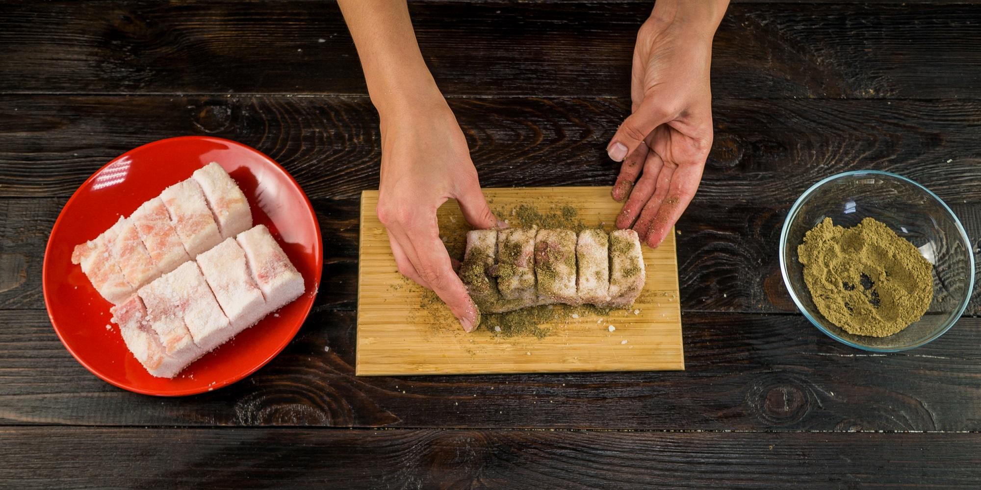 Как сделать сало с чесноком и солью