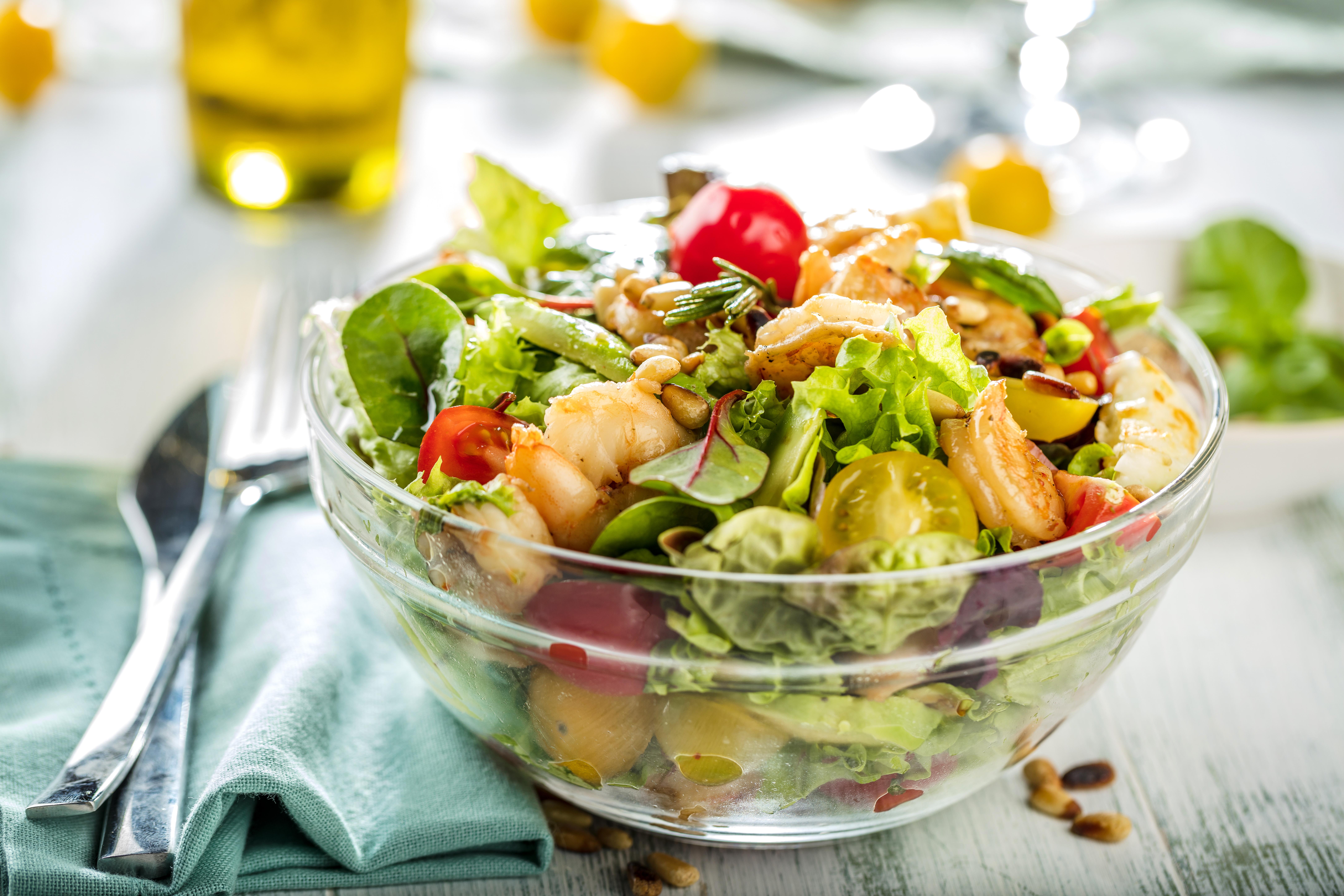 10 оригинальных салатов со свежими помидорами
