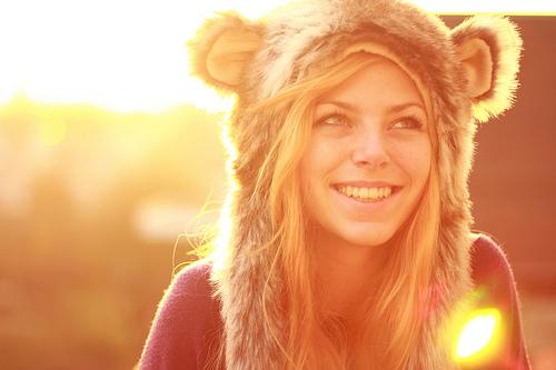 девушка в шапке с ушками