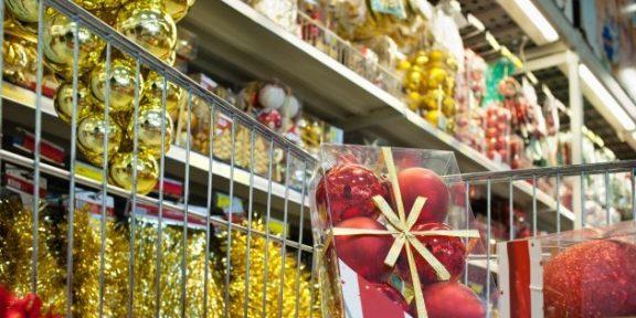 Новогодние уловки продавцов, заставляющие нас покупать больше