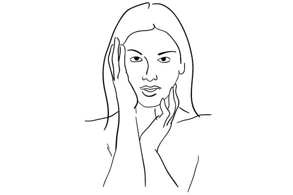 Вы можете создать интересную фотографию, попросив модель поиграть с различными позициями рук у лица.