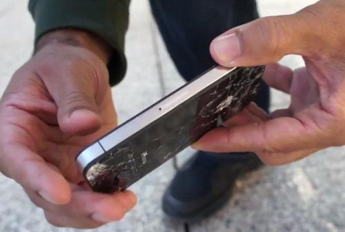 ВИДЕО Краш-тест: Samsung Galaxy S III против iPhone 4S