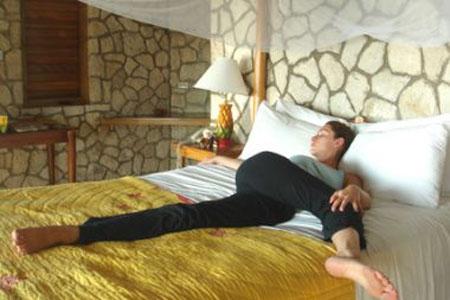 Йога перед сном для мужчин thumbnail
