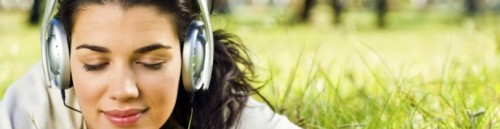 cropped-girls_in_the_headphones_on_the_grass_025125_1[1]