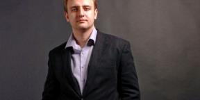 Рабочие места: Максим Ильяхов, редактор Дизайн-бюро Артёма Горбунова