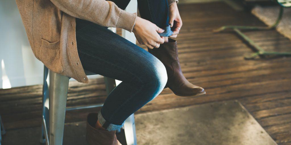 Переделка джинсов 2020-2021: что сделать из старых джинс