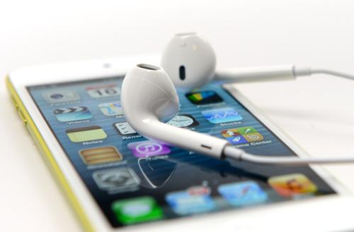 Apple пересмотрит iAd в сторону интеграции с iRadio