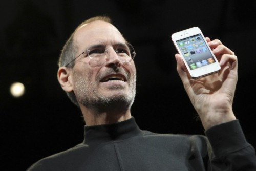 Jobs-introducing-iPhone-4