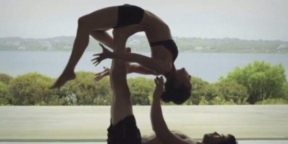 Акро-йога от Equinox