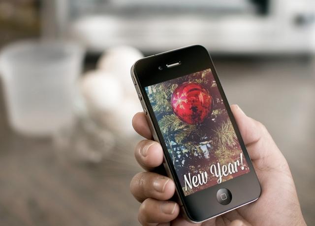 Делаем красивые новогодние открытки на iPhone с помощью приложения PicLab
