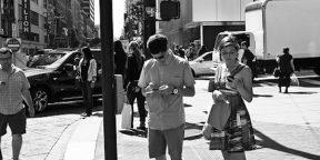 «Почему пялиться в смартфон не стыдно». Версия рекламщика