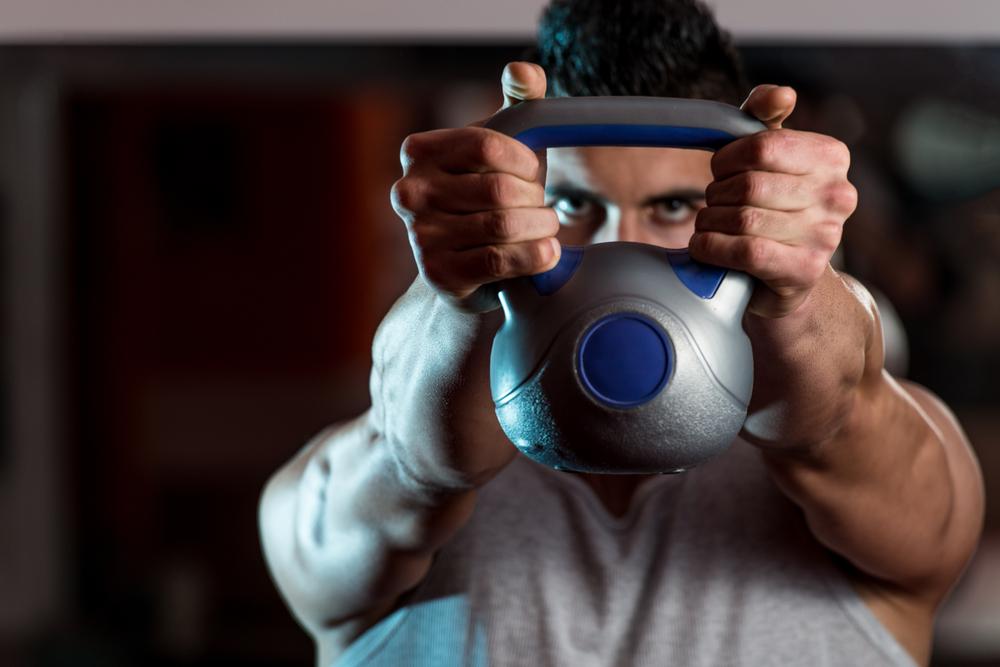 Упражнения с гирями, которые помогут быстро обрести хорошую форму