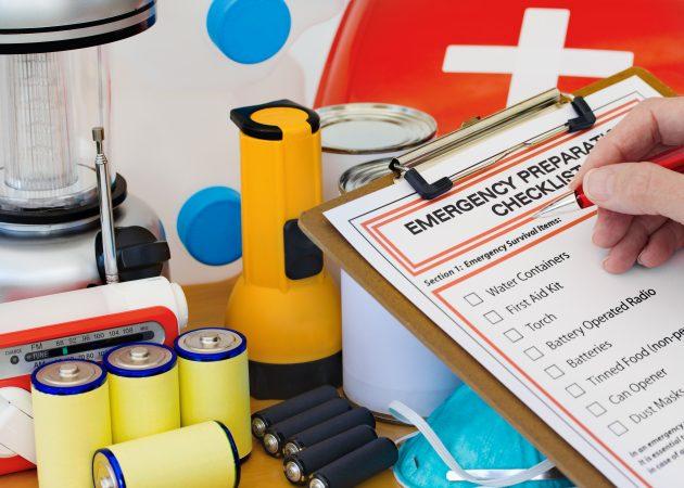 Тревожный чемоданчик: список вещей, которые должны быть у вас на случай войны