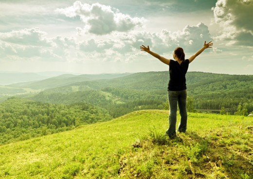 "<a href=""http://www.shutterstock.com/ru/pic-88294108/stock-photo-young-woman-enjoying-the-fresh-air.html"">©photo</a>"