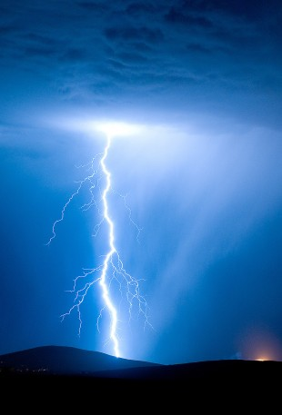 apple_wallpaper_psionic-storm_iphone5_parallax