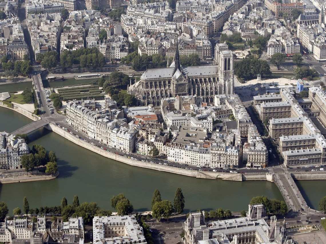 Экскурсии по городам мира не выходя из дома? С картами Apple — легко!
