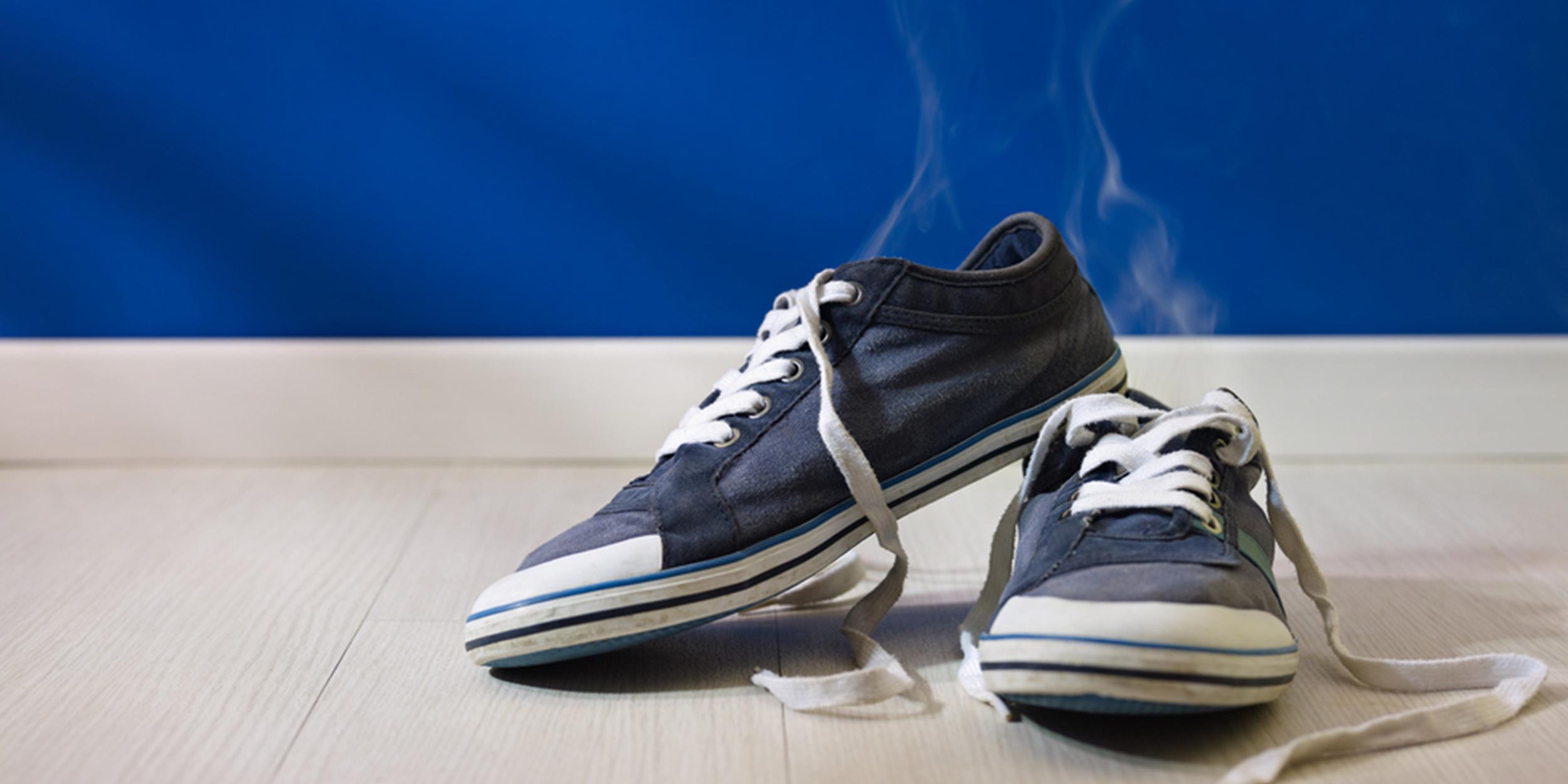Как избавить обувь от запаха