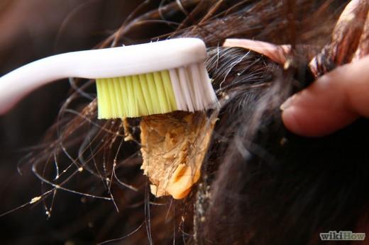 Удаление жвачки из волос при помощи арахисовой пасты