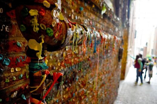 Стена жевательной резинки, одна из самых негигиеничных достопримечательностей в мире (Сиэтл, США)