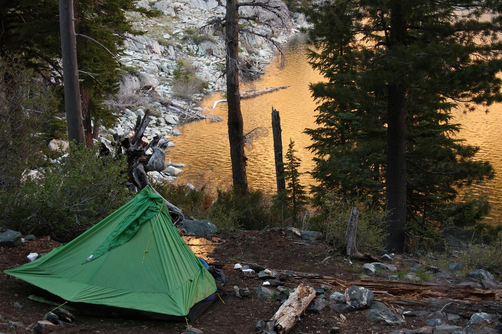 Порно видео в палатке летом на озере отдых с друзьями