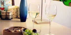 Лайфхак, как охладить вино без помощи льда