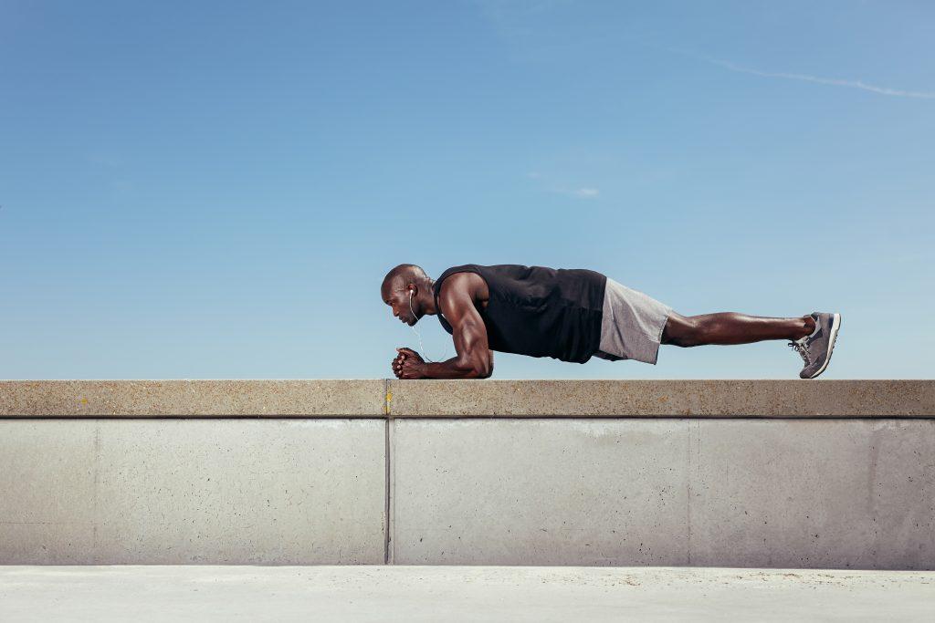 ТРЕНИРОВКИ: 7 лучших упражнений для бегунов, которые помогут стать сильнее