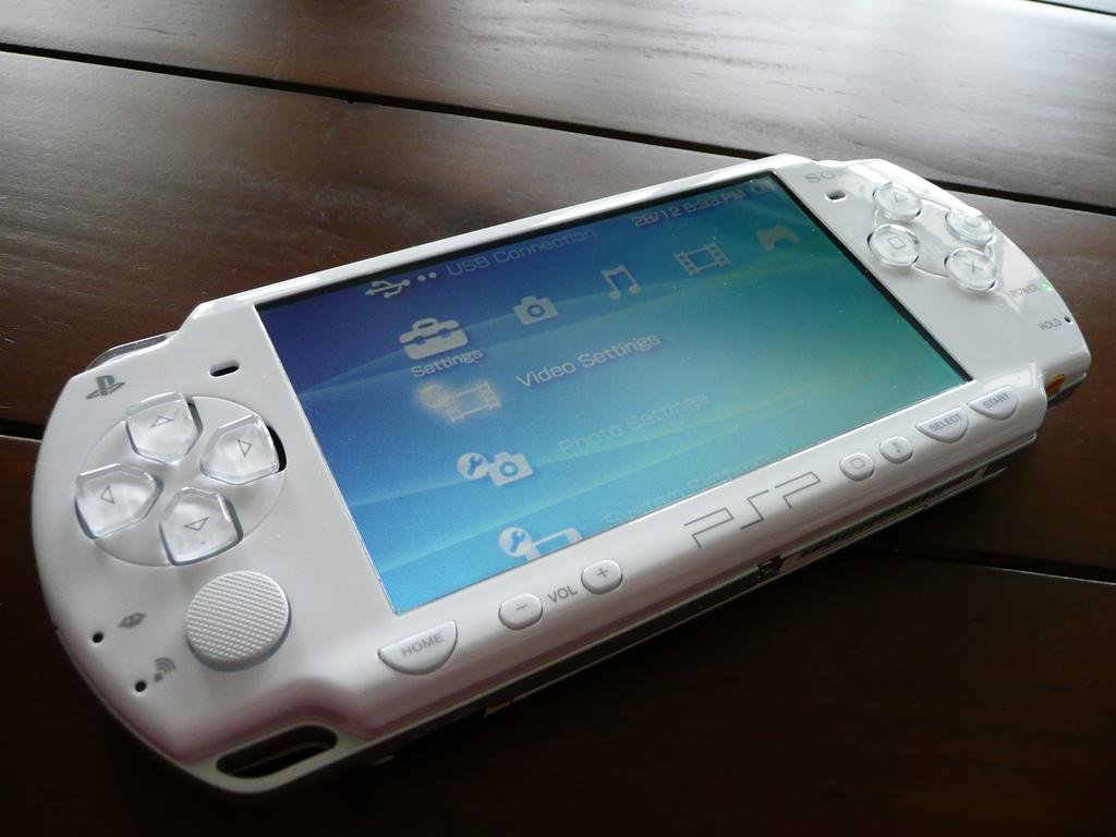 Как поиграть в игры с PSP на iPhone без джейлбрейка
