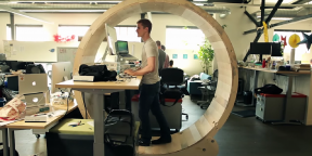 5 коротких видео о том, как совместить сидячую работу с физической активностью