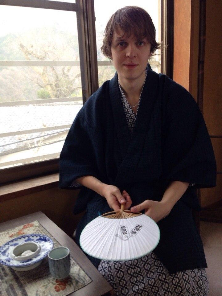 Студентка из Японии по обмену первый раз занимается сексом с американским мужчиной