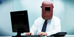 ОПРОС: Самое странное или ужасное, что случалось с вами на работе
