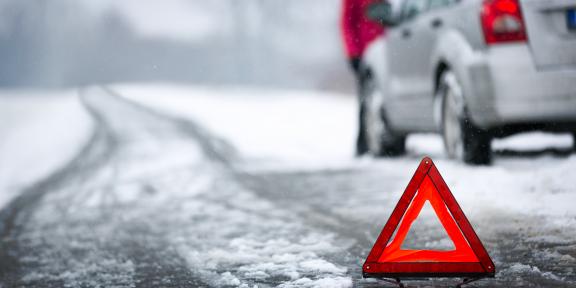 Что делать, если ваша машина застряла в снегу