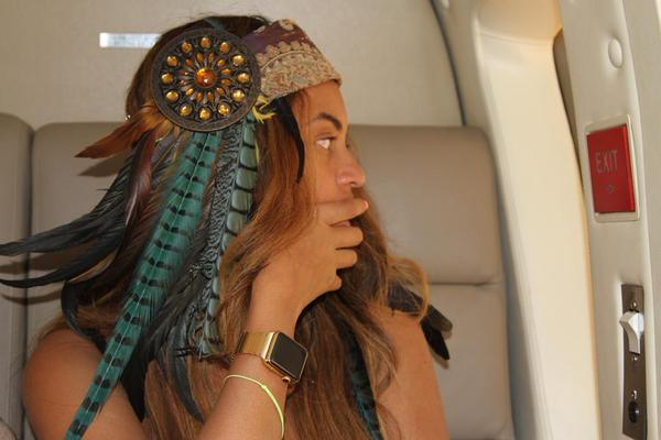 beyonce-apple-watch-gold-02