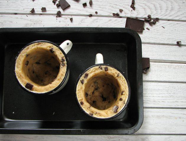Необычный рецепт печенья: в качестве основы идеально подойдёт эмалированная кружка
