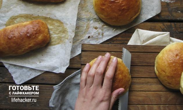 Разрезаем универсальные булочки для гамбургеров и хот-догов