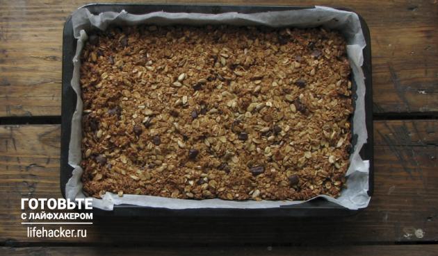 Батончики мюсли с кокосом, шоколадом и семечками: Выпекайте 45минут в разогретой до 160градусов духовке.