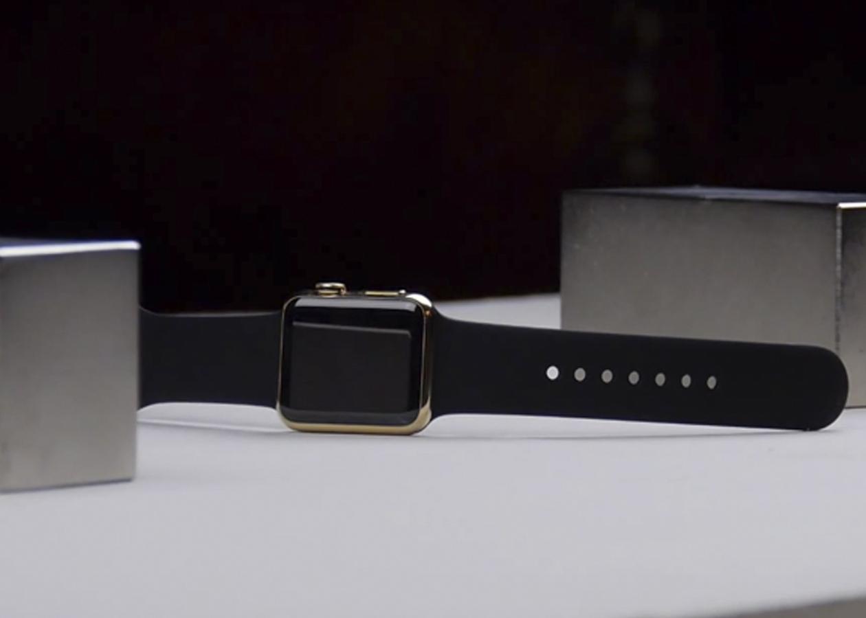 Блогер уничтожил золотые Apple Watch с помощью двух магнитов