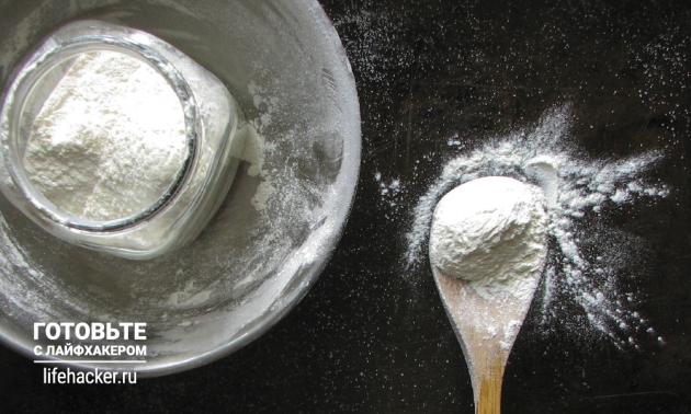 Сухая смесь для оладий: смешайте муку с разрыхлителем и сахаром
