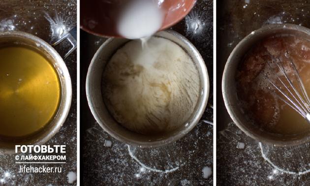 Рецепт лукума из клюквенного сока: поставьте сотейник со смесью на средний огонь и варите 15–16 минут