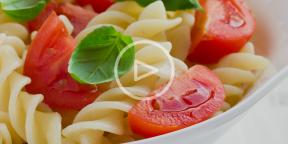 Паста с томатами и базиликом в одной посуде