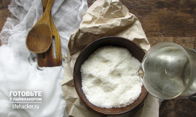 Как сделать кокосовое молоко в домашних условиях: залейте кокосовую стружку кипятком