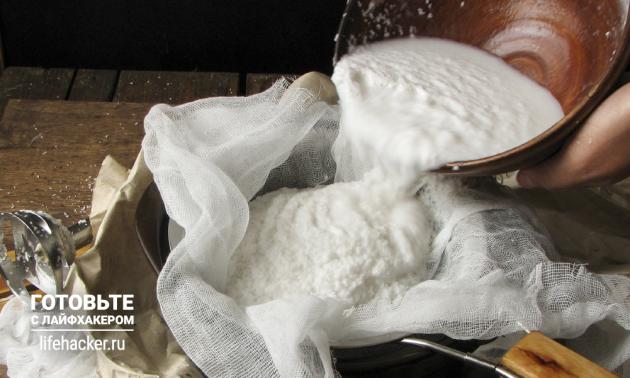 Как сделать кокосовое молоко в домашних условиях: отожмите кокосовую массу через марлю