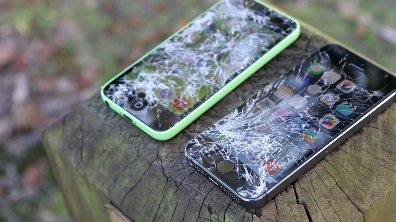 Бизнесмен нашел iPhone, который выпал из самолета на высоте трех километров