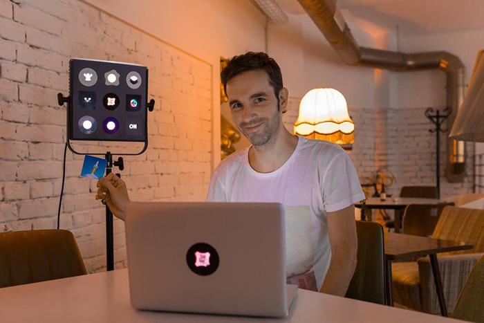 TabTag — потрясающие стикеры, которые используют подсветку крышки MacBook