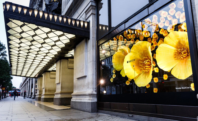 """Фото: потрясающая """"цветочная"""" реклама Apple Watch в Лондоне"""